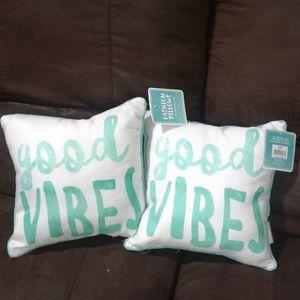 Accent Pillows Set